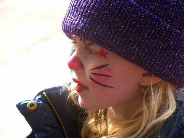हेलोवीन पर बच्चों के लिए आसान बिल्ली मेकअप